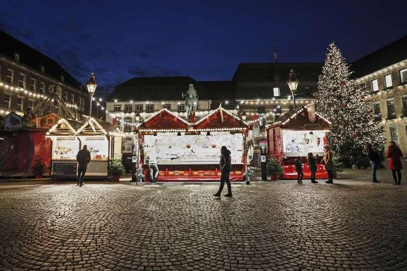 德國杜塞道夫舊城中心的聖誕市集空蕩冷清。(美聯社)