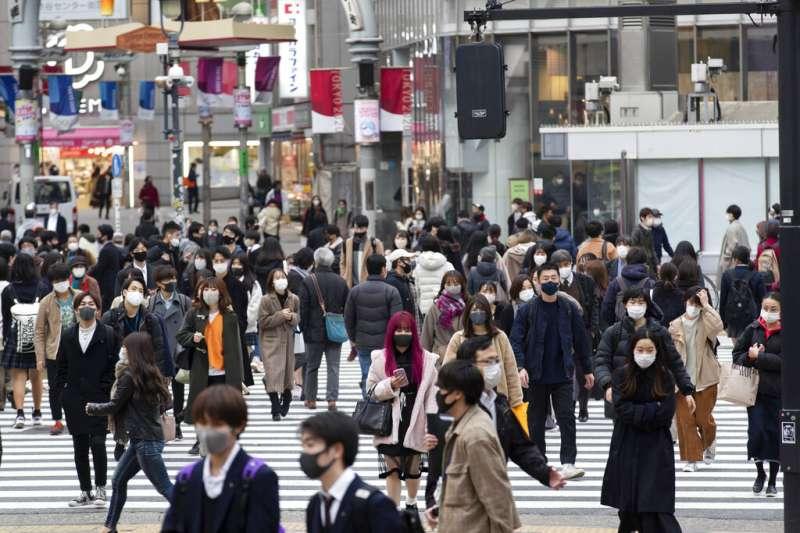 新冠疫情之下的東京街頭。(美聯社)