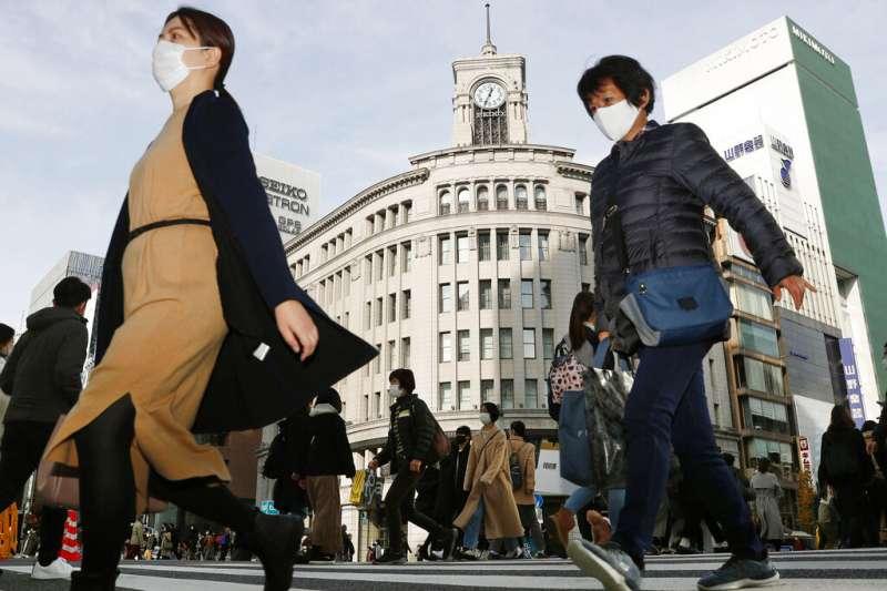 新冠疫情之下的東京銀座街頭。(美聯社)