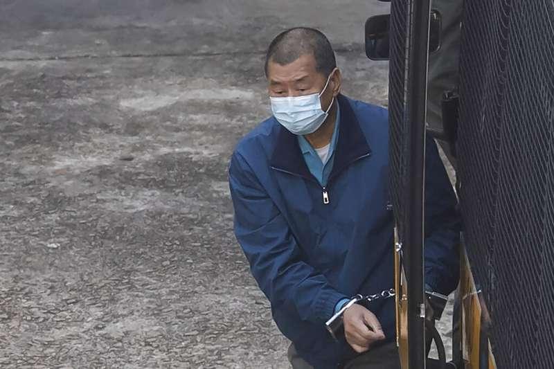警方引用《港區國安法》加控黎智英「勾結外國勢力」罪名,且拒絕保釋。(美聯社)
