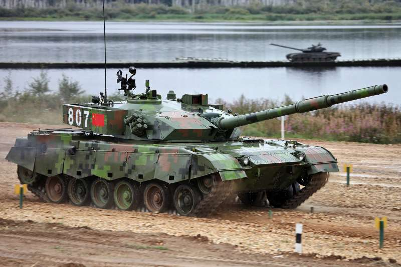 中共解放軍第72集團再度於杭州進行「巷戰」操演,首次出動現役96式坦克進行演練。(取自維基百科,攝影/Vitaly V. Kuzmin)