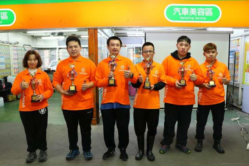 陽光汽美中心舉行「整內職能競賽」,多位傑出員工獲表揚。(陽光基金會提供)