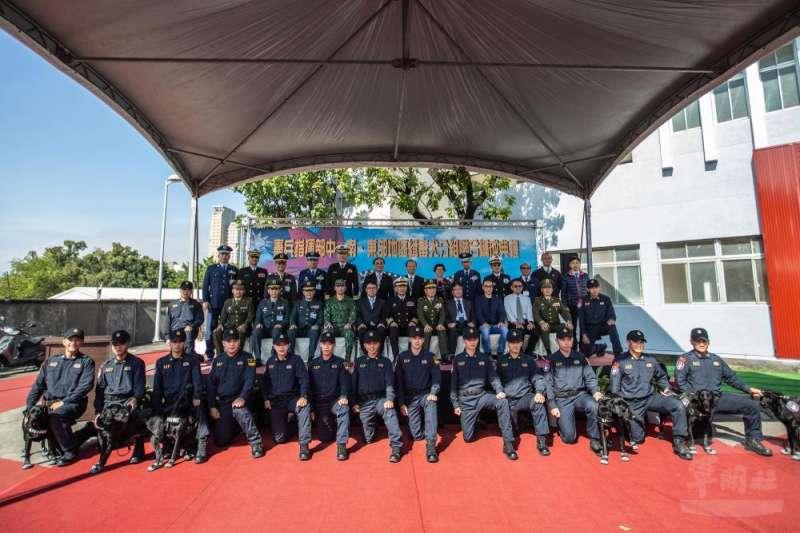 20201218-憲兵指揮部18日在憲兵204指揮部「鐵衛營區」舉行「中、南、東部緝毒犬分組舉行聯合編成典禮」。(取自軍聞社)