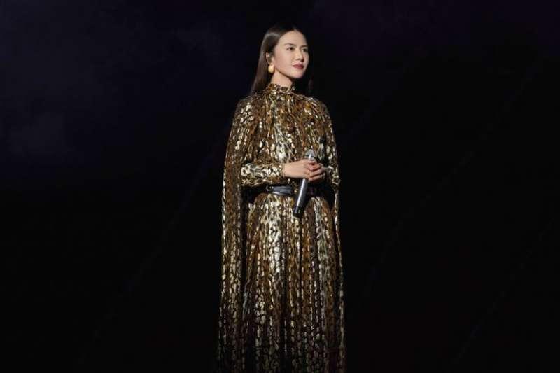中國歌手譚維維在她的最新發行歌曲當中大膽觸及虐待女性的議題。(BBC News 中文)