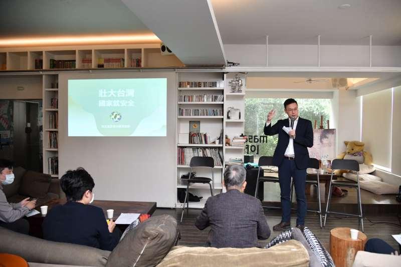 民進黨20日舉辦「壯大台灣,國家就安全」台南場次座談會。圖為民進黨副秘書長林飛帆。(民進黨提供)