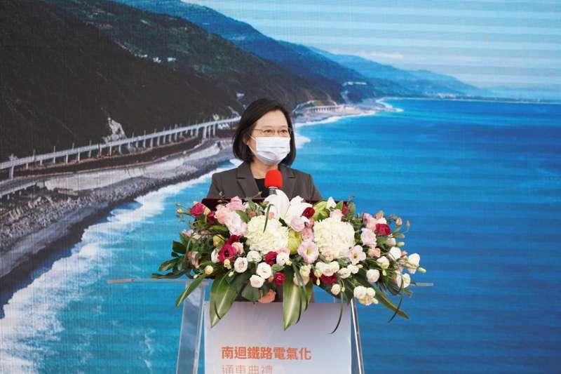 總統蔡英文20日出席南迴鐵路電氣化通車典禮,並發表談話。(台鐵局提供)