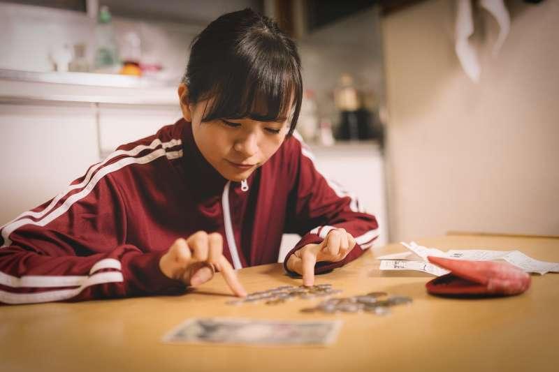 一名網友月入43k,卻可以存下30k的生活費!她道出在台北生活省錢妙招。(示意圖非本人/取自pakutaso)