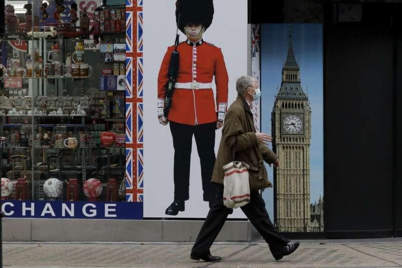 英國新冠肺炎疫情再起,首相強森4日宣布全境將封鎖7週(AP)