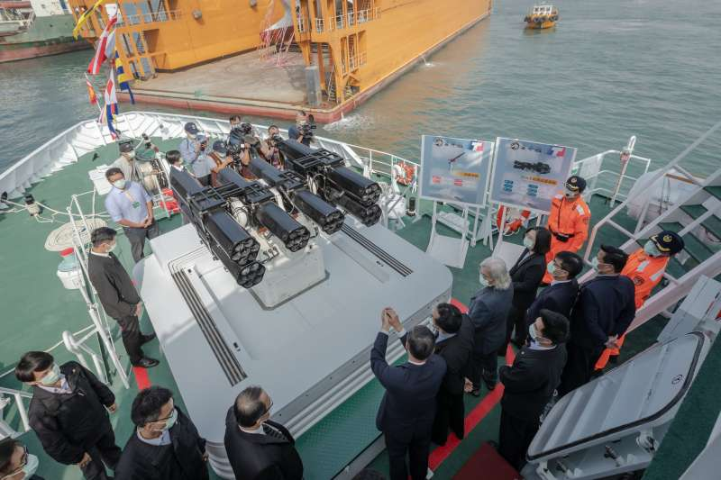 外型神似海軍沱江艦的海巡署新造600噸級巡防艦「安平艦」日前舉行交船典禮,總統蔡英文親自主持儀式。(取自總統府Flickr)