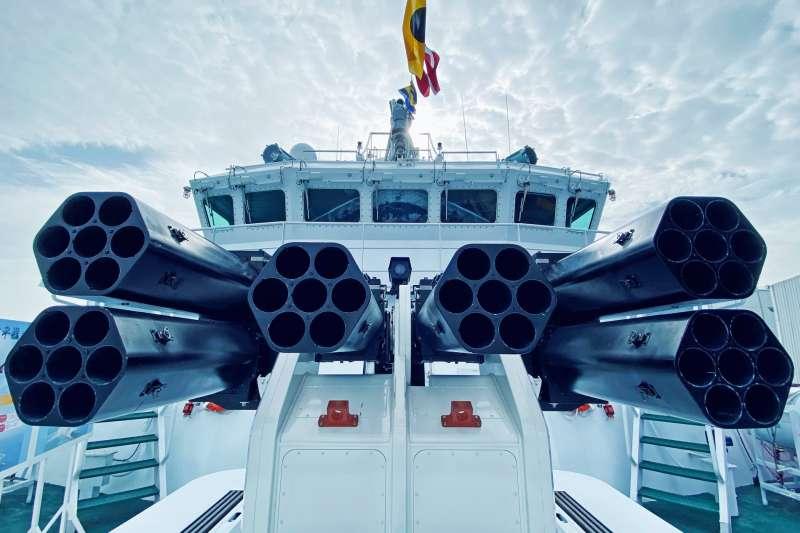 外型神似海軍沱江艦的海巡署新造600噸級巡防艦「安平艦」日前舉行交船典禮,總統蔡英文親自主持儀式。(海巡署提供)