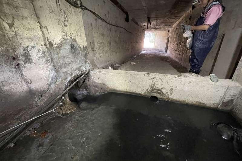 水利局以短期治標方式,將未接管區域的雨水系統銜接至污水截流管,減少污水排入湳仔溝造成污染。(圖/新北市水利局提供)