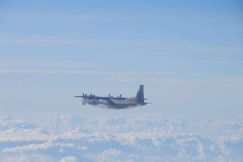 21日上午有2架共機在我西南防空識別區出沒,機型為運-9通信對抗機及運-8技術偵察機。圖為運-9通信對抗機。(空軍司令部提供)