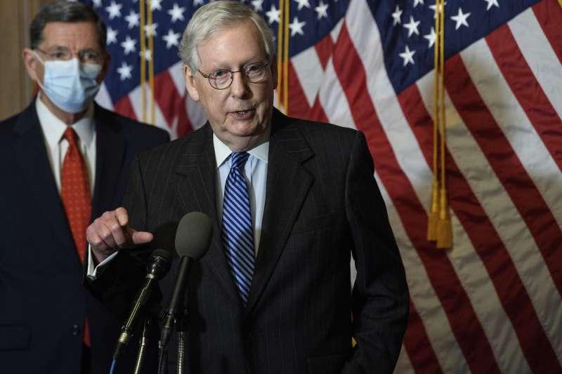 美國聯邦參議院共和黨領袖麥康奈爾宣布達成9000億美元紓困案共識(AP)