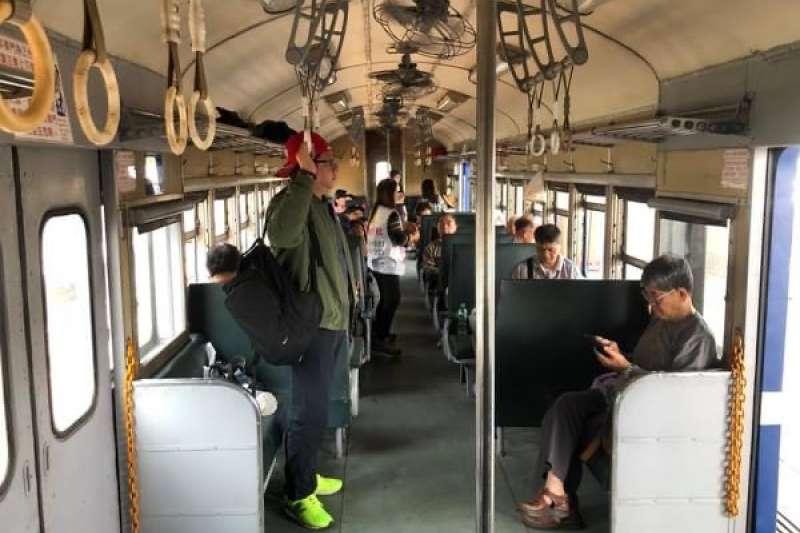 台鐵決定把每日固定一班行駛南迴線的普快車停駛,並規劃將素有「藍皮解憂列車」之稱的班次轉換成觀光旅遊列車,透過對外招標方式,改成讓得標旅行社經營及販售專屬車票,不再是台鐵日常營運載客的班次列車。(作者提供)