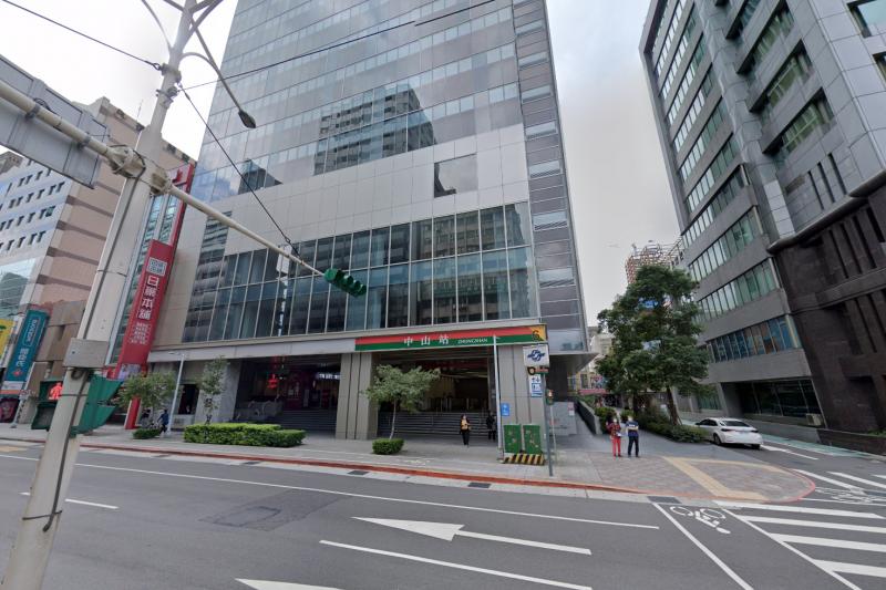捷運聯開的辦公大樓成市場租售的新亮點,位於中山站的「皇翔中山」每坪以114.9萬成交,創下北市西區辦公大樓新高價。(示意圖,擷取自Google地圖)