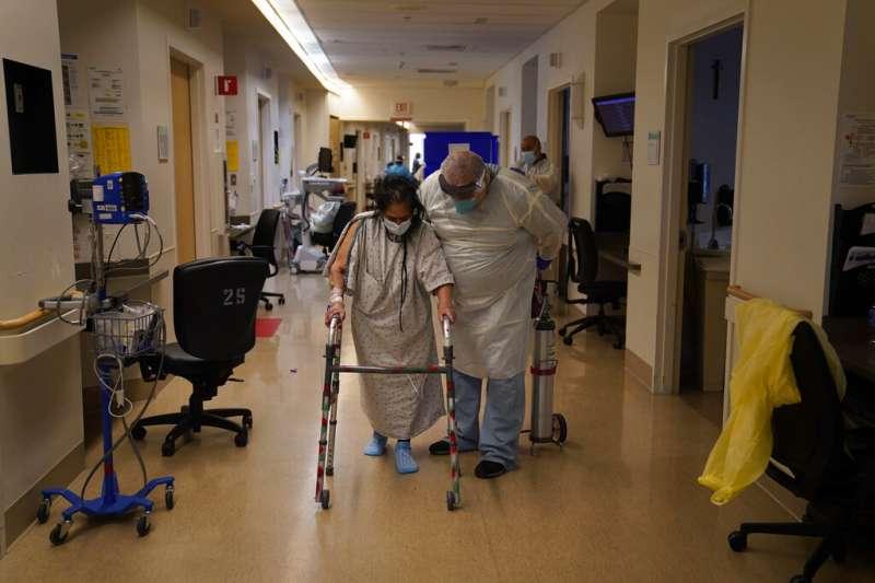 美國新冠肺炎疫情嚴峻、新冠肺炎病患,新冠病患、新冠肺炎患者、新冠患者。(AP)