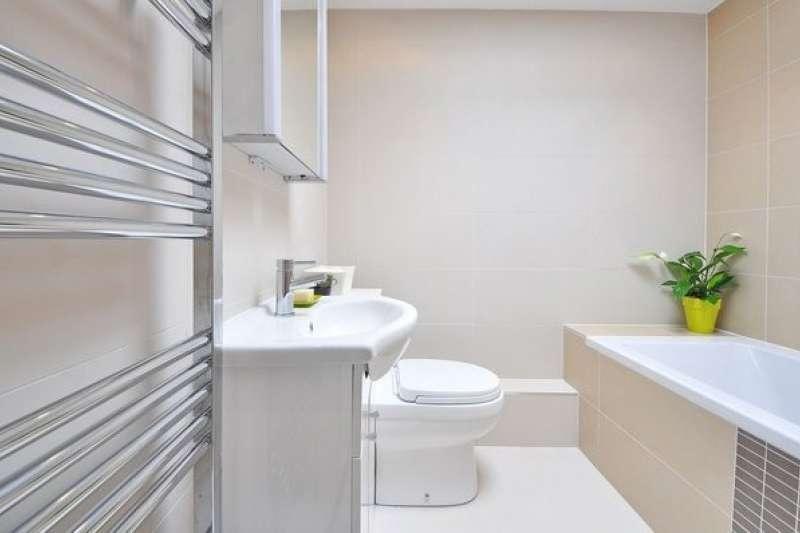 專家表示,浴室最好的方位是朝西,因為西曬可以把浴室烘乾。  (圖/好房網提供)