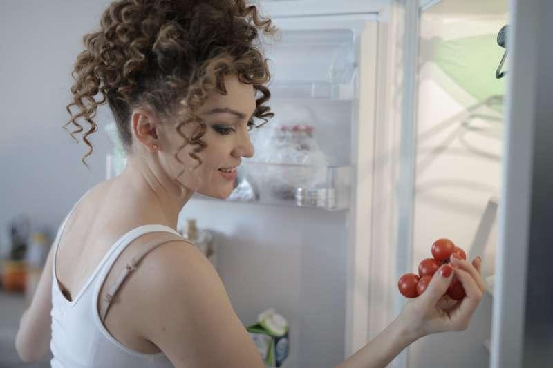 若將買回來的食物直接放進冰箱,很可能會讓新鮮的食材因此「凍傷」。(圖/取自Pexels)