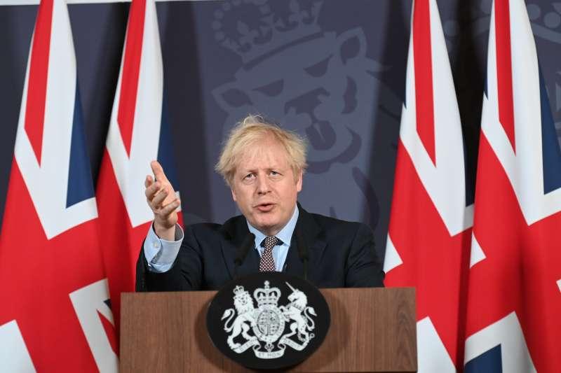 英國將宣布自本月19日起取消防疫限制,呼籲民眾「學習與病毒共存」。而Delta變異株來勢洶洶,英國每天仍有近3萬人確診。(資料照,AP)
