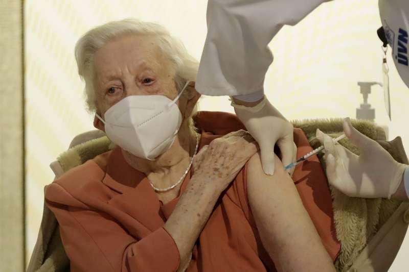 2020年12月27日,歐盟27國開始為國民接種新冠肺炎疫苗(AP)