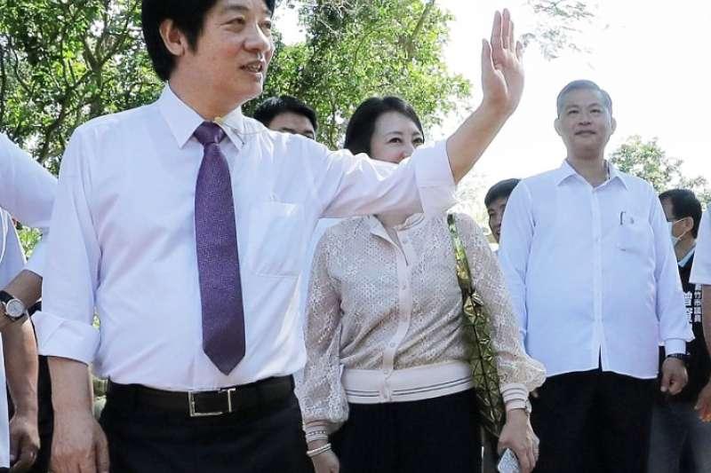 擔任副總統賴清德「萬里警衛室」主任的謝靜華(右一),勢必成為29日晉任典禮上的焦點。(取自總統府Flickr)