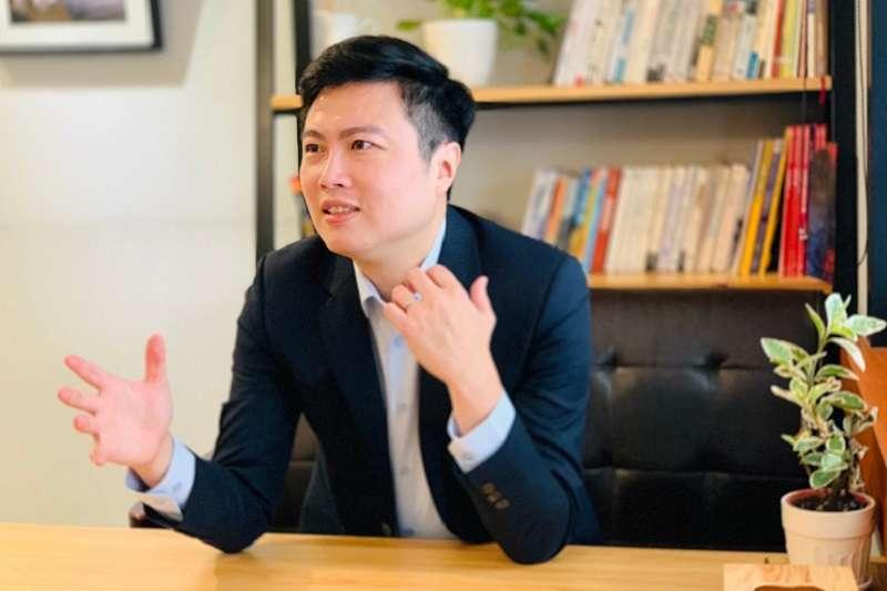 就醬播平台系統共同創辦人鄭凱陽分享直播成功變現關鍵。(圖片來源:就醬播)