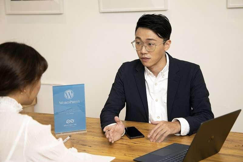 「艾格創意設計」創辦人許信實分享如何以客製化WordPress網頁設計協助企業主建置有利於SEO的品牌官網(圖/艾格創意設計)