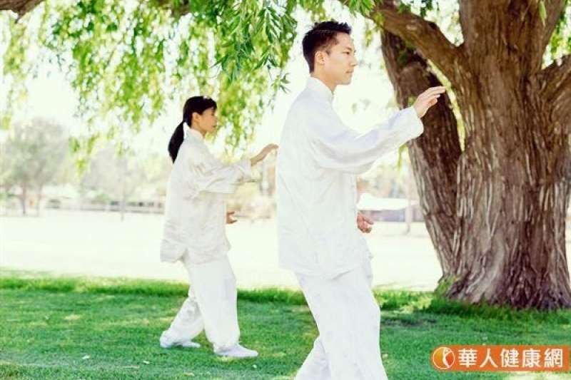 筆者指出,現代太極拳流行把形體上的「太極操(拳)」當成養生功的精華,如此養生水準總體而言並不高。示意圖。(圖/華人健康網)