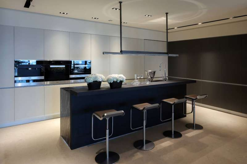 20201230-標配廚具附的是義大利要價千萬元的廚具Valcucine。(寶璽建設提供)