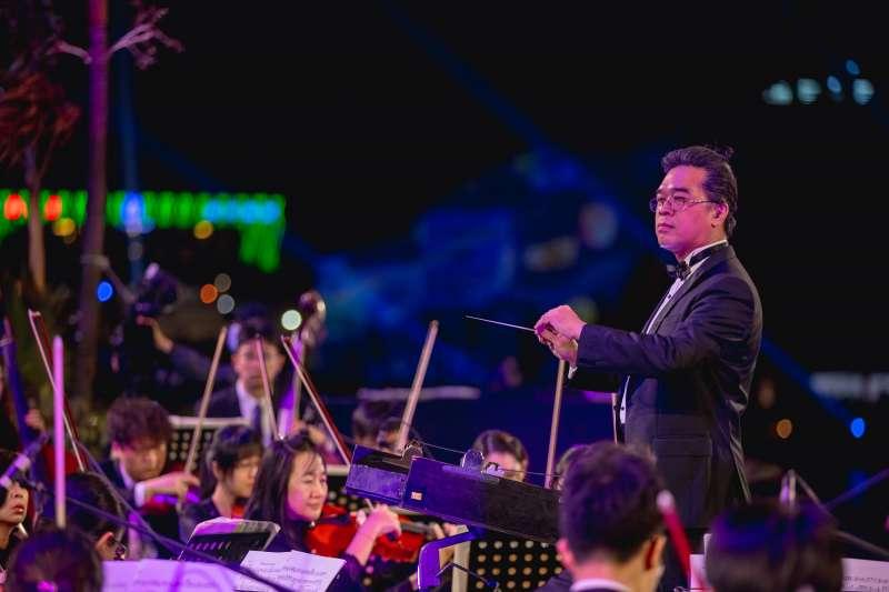 跨年當天海上舞台將安排高雄市交響樂團,為民眾帶來一場獨有海上跨年音樂會。(圖/高雄市政府提供)