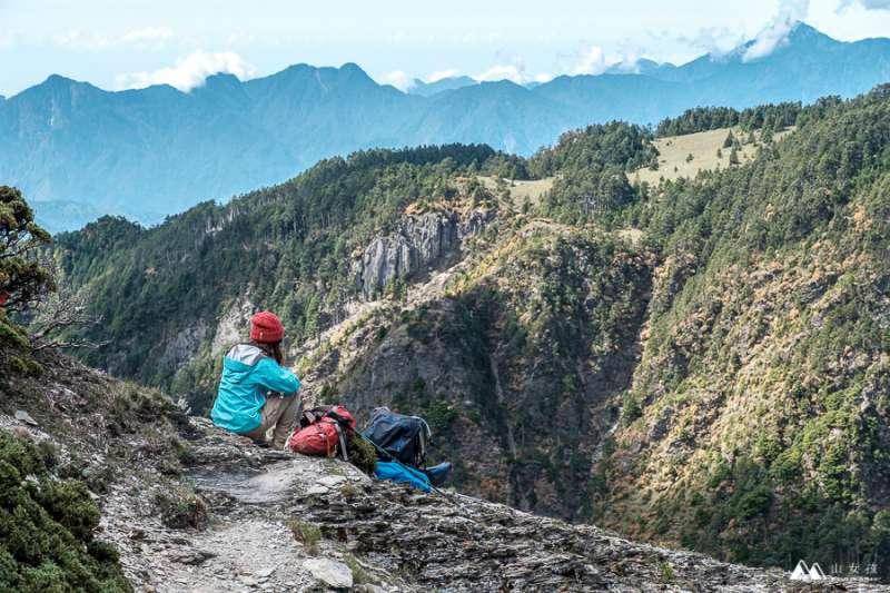 登山如何預估路程?時間、季節、水源注意事項一次告訴你。(圖/山女孩Melissa&Mao冒險生活 提供)