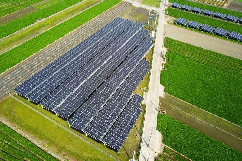 今年全台用電來到歷史高峰,仍可維持備轉容量維持10.58%,其中的重要功臣為太陽光電。(圖/屏東縣綠能專案推動辦公室)