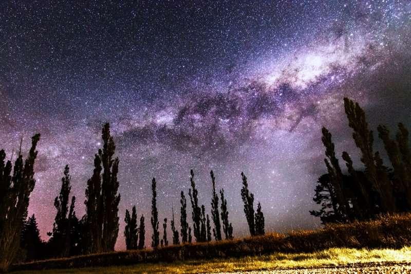 2021年第一場天文盛事象限儀座流星雨預估將在今晚10時30分達到極大期,每小時天頂流星數量可能高達110顆。(示意圖/Tom Hall@flickr)
