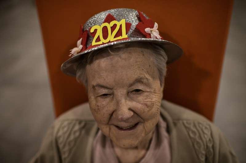 2021新年:西班牙一處安養機構歡慶跨年(AP)