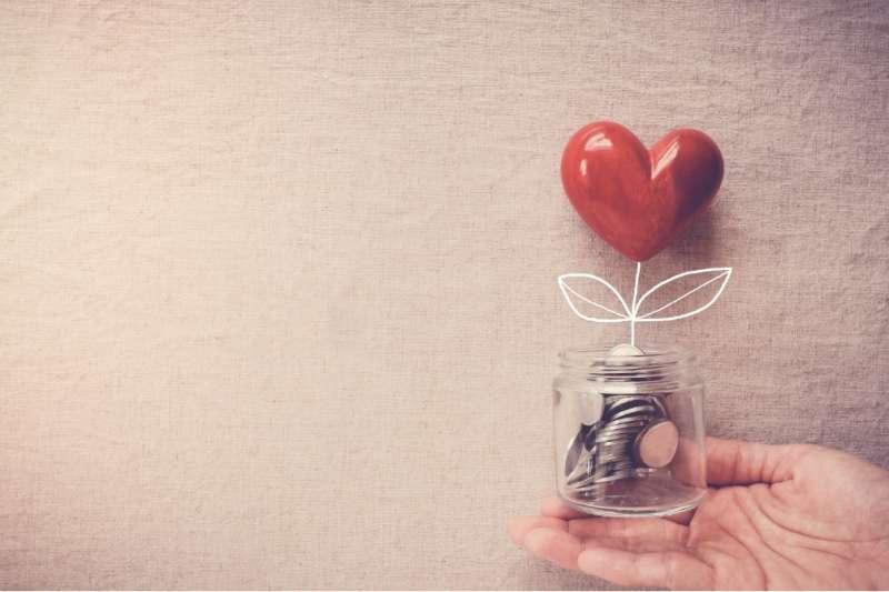 王道銀行推出「影響力存款」專案,存款資金將提供小額低利貸款給經濟弱勢群體,幫助他們重建生活。(圖/王道銀行提供)