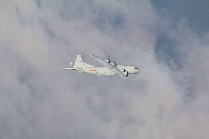 4日侵入我西南空域的共機運-8系列3機,航跡幾乎重疊。圖為運-8反潛機。(空軍司令部提供)