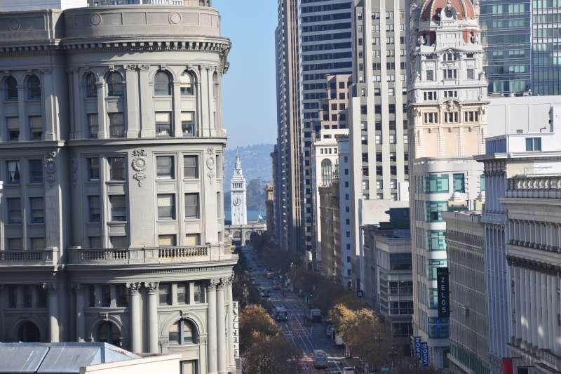 在尚芮公寓Serif 的頂樓向外看,正好將舊金山灣區最蓬勃發達的區塊一覽無遺。(大陸建設提供)