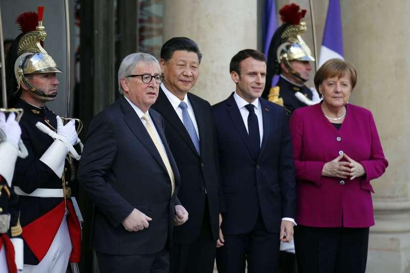 習近平(前左二)與梅克爾(前右一)直接介入協定的談判。(美聯社)