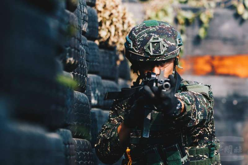 20210107-海軍陸戰隊水中爆破班學員訓練畫面曝光。(取自軍聞社)
