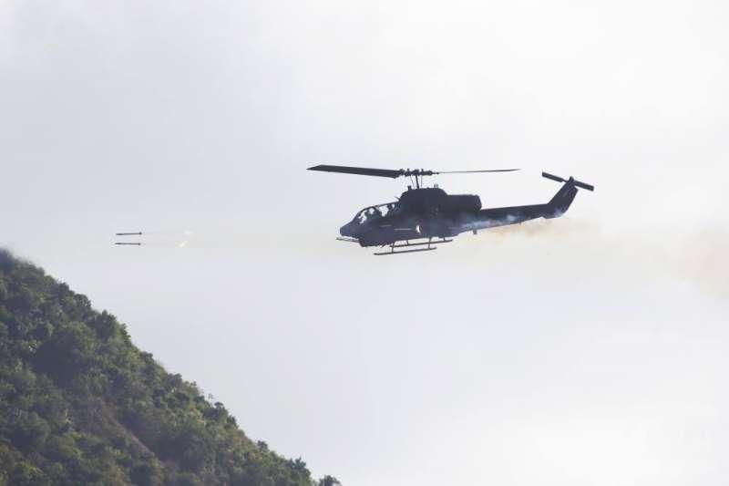 20210107-AH-1W攻擊直升機發射2.75吋火箭彈。 (取自軍聞社)