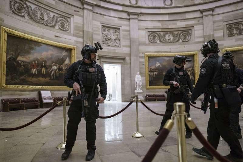 2021年1月6日,美國總統川普動支持者攻占國會,遭警方驅離(AP)