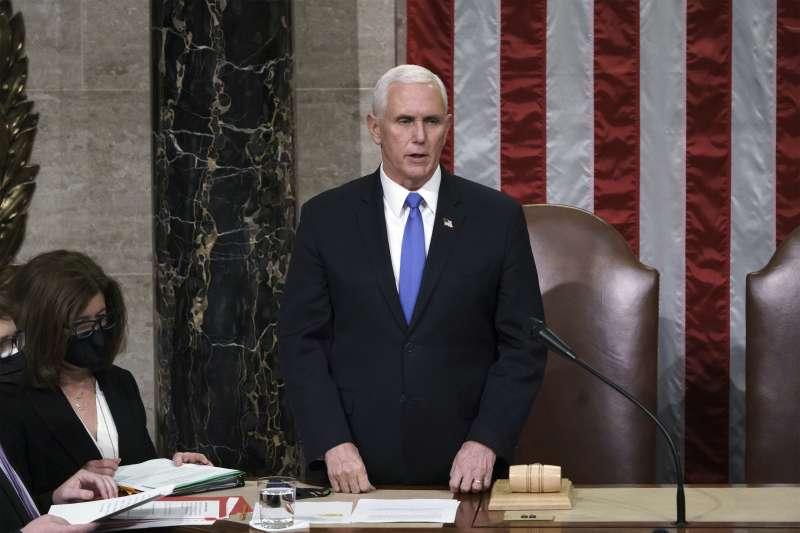 2021年1月6、7日,美國副總統彭斯主持國會參眾兩院聯席會議,確認拜登當選美國第46位總統(AP)