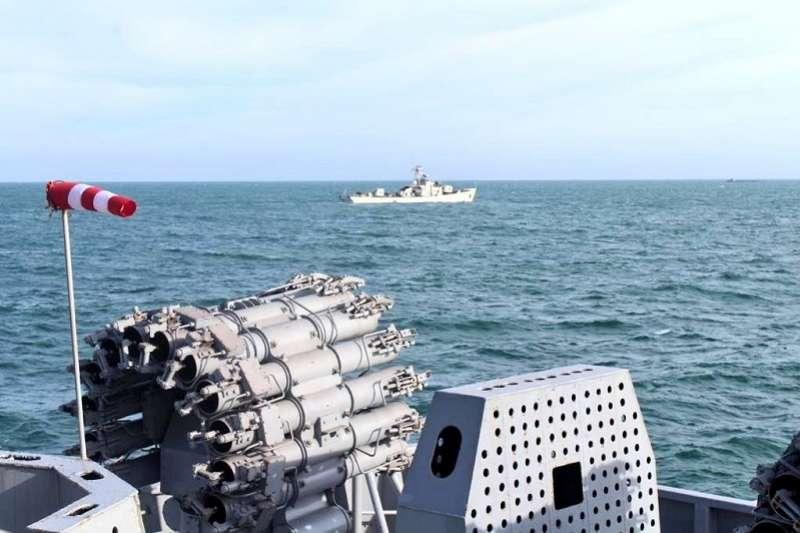 2020年末,印度與越南在南海舉行為期兩天的「通行演習」(Passing Exercise, PASSEX)。(圖片來源:印度海軍發言人twitter )