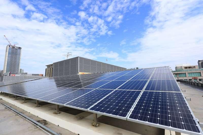 台灣環境保護聯盟針對全國22縣市進行「2019永續環境施政」評比台中市政府獲5A等級與台北及新北並列全國第一-台中市政府屋頂太陽能板。(圖/台中市政府)