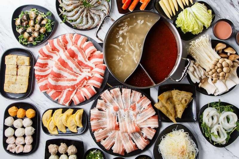 內科園區著名的人氣酸菜白肉火鍋店目前推出超優惠的微型尾牙。(圖/連進酸菜白肉火鍋提供)
