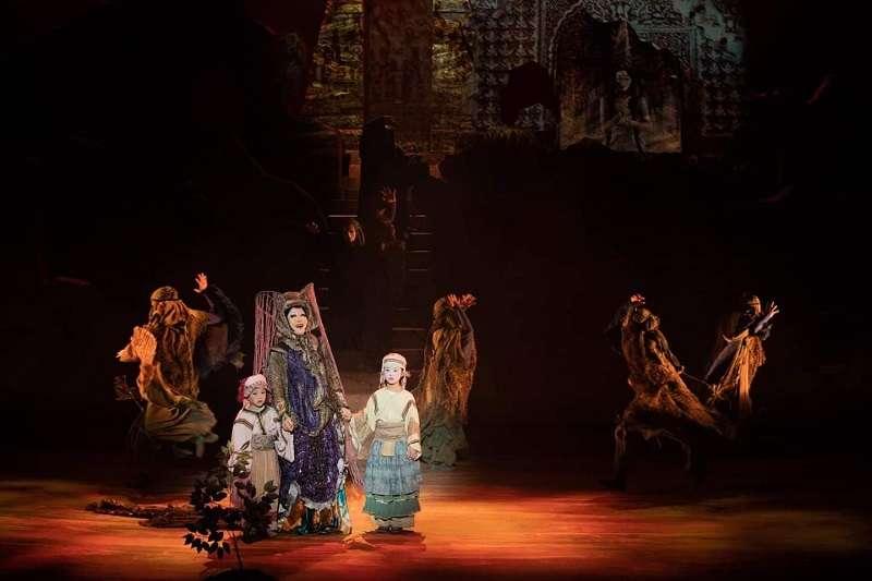 1993年,27年前。《樓蘭女》在台北首演,作者分享,暌違27年後,再次欣賞《樓蘭女》,依然為當年閃耀的黃金製作陣容。(蘭薰提供)