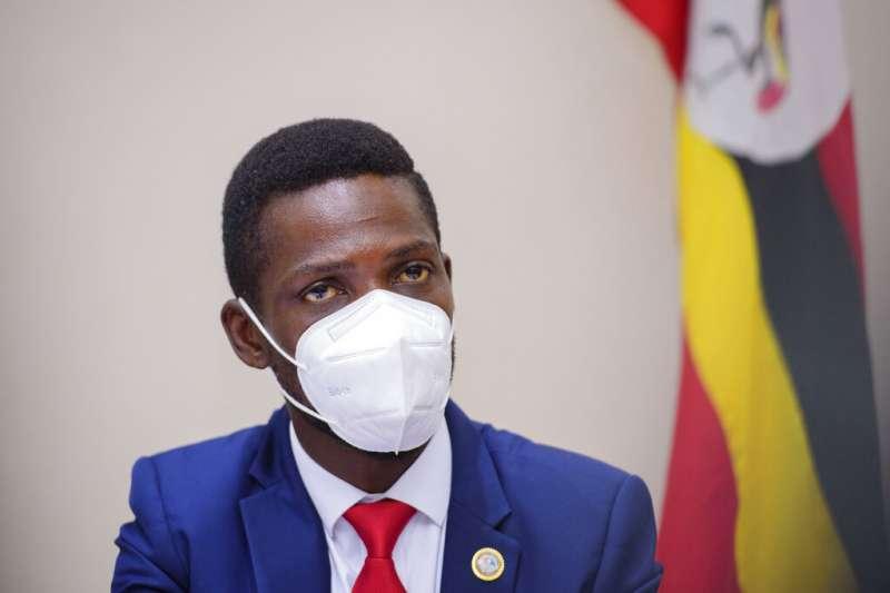烏干達民族團結平台總統候選人森塔姆,過去曾以藝名鮑比韋恩(Bobi Wine)闖蕩娛樂圈,如今是在野勢力對抗強人總統穆塞維尼的希望。(美聯社)
