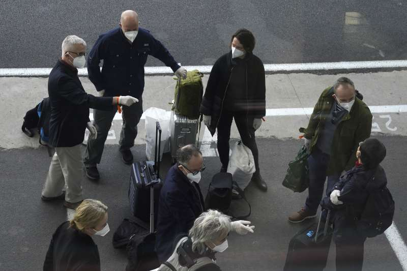 WHO10名世衛專家團隊抵達中國調查新冠病毒源頭。(AP)