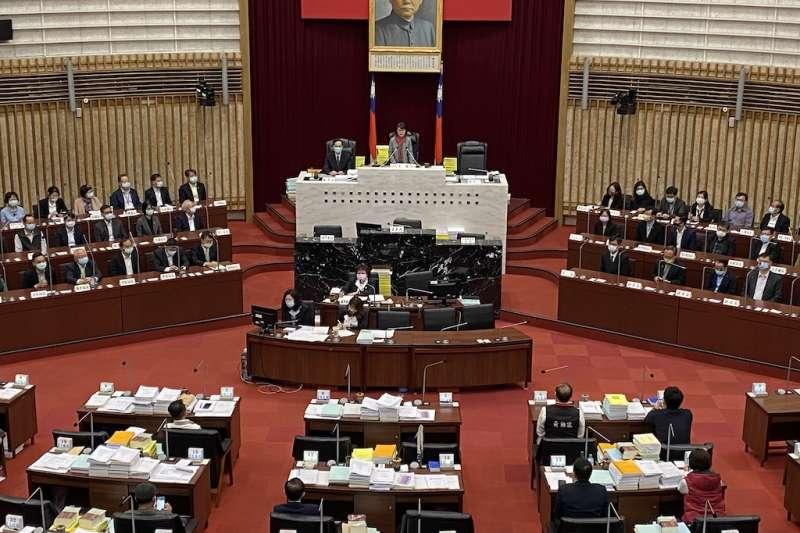 議長曾麗燕說,議會積極審查110年度總預算案,但市府團隊似乎仍在「狀況」外,對議員質疑預算未盡力溝通。(圖/高雄市議會提供)