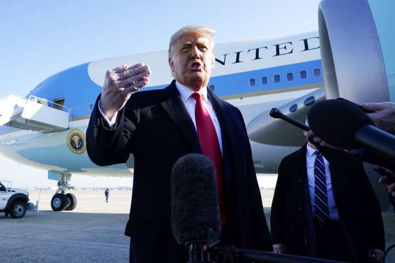 作者認為從前美國總統川普下台,可看出單邊主義為保護自己利益,卻造成更多利益損失。(資料照,美聯社)